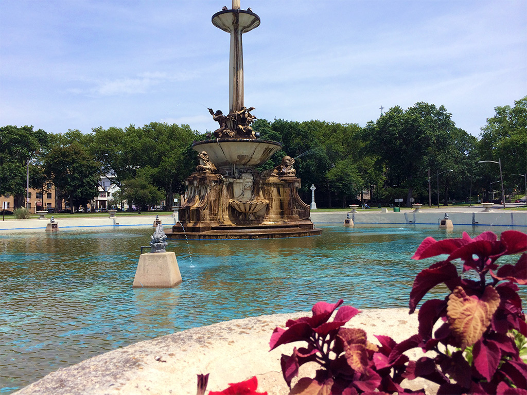 Wedding Photos by the Fountain in Lincoln Park